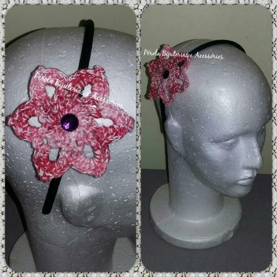 Pérola Bijuterias e Acessórios  Tiara com flor de crochê badd258298b