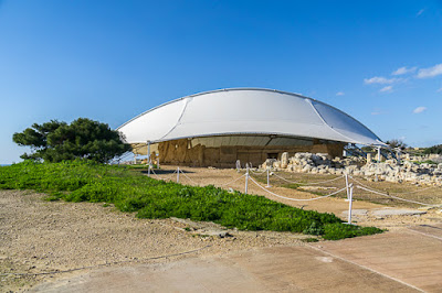 Geocaching auf Malta: Der Süden - die Tempel von Ħaġar Qim und Mnajdra - futuristisches Dach