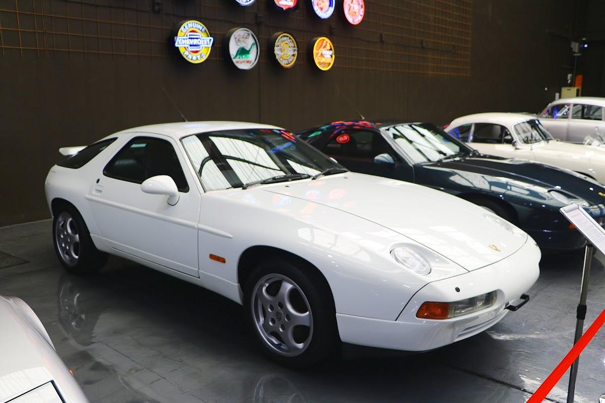 Porsche 928 (01).jpg