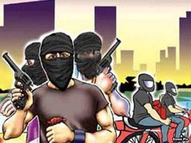 फ्लिप कार्ट के कार्यालय में घुसे बदमाशों ने हवाई फायरिंग कर लूटे लाखों रुपये,पुलिस जांच में जुटी