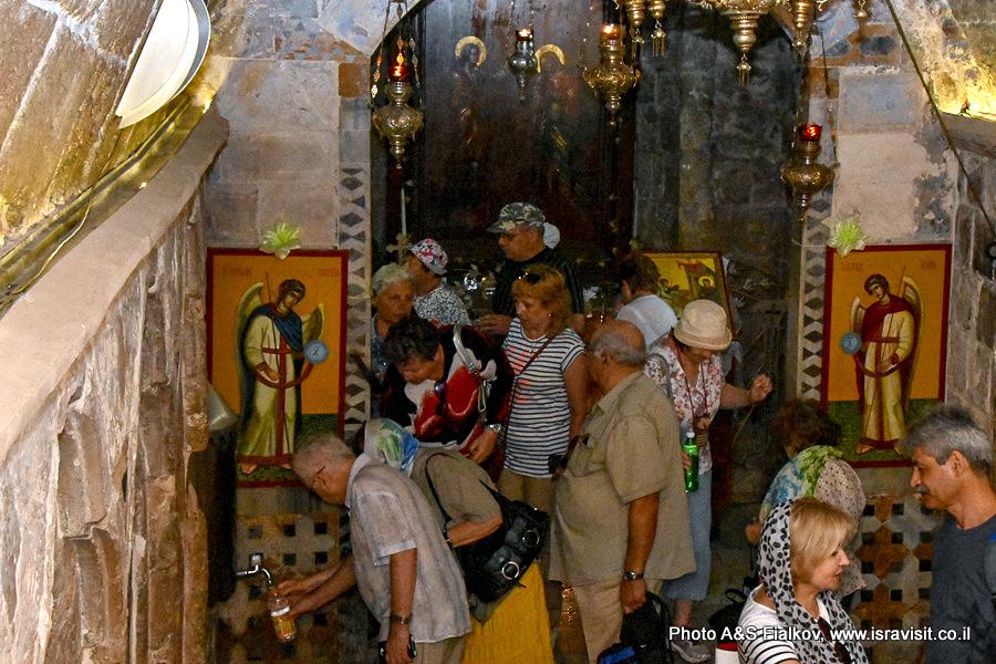 У источника Девы Марии в церкви Благовещения в Назарете. Гид Светлана Фиалкова.