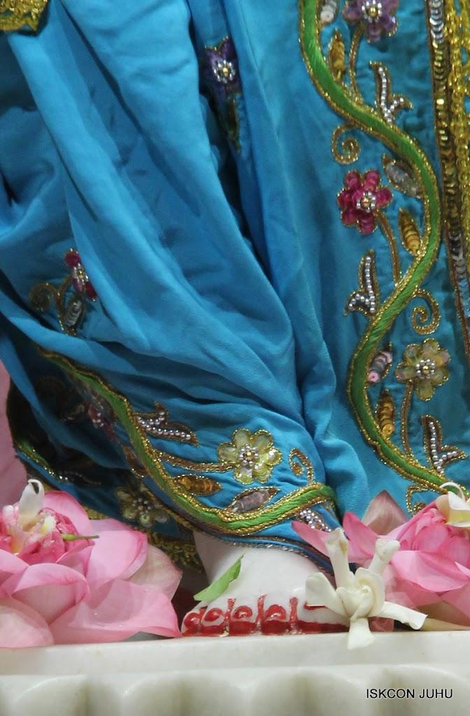 ISKCON Juhu Mangal Deity Darshan on 30th May 2016 (31)