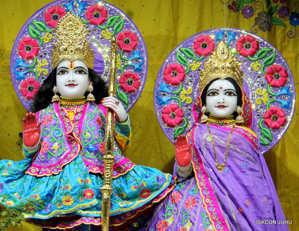 ISKCON Juhu Mangal Deity Darshan on 19th Jan 2017 (10)