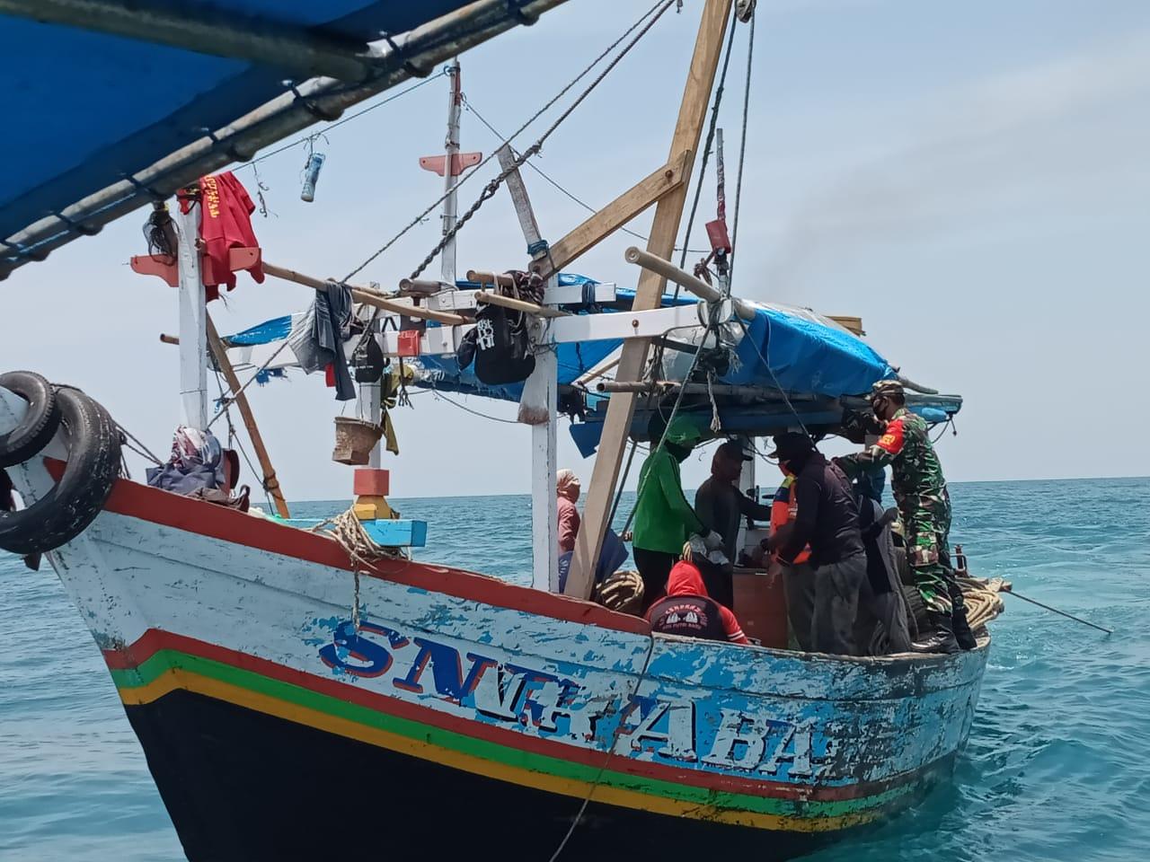 Koramil 04/KS Bersama Satpol PP Gelar Patroli Laut di Kepulauan Seribu Utara