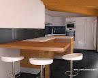 cucina Artematica Valcucine con snack in provincia di Bergamo, con soffitto a mansarda