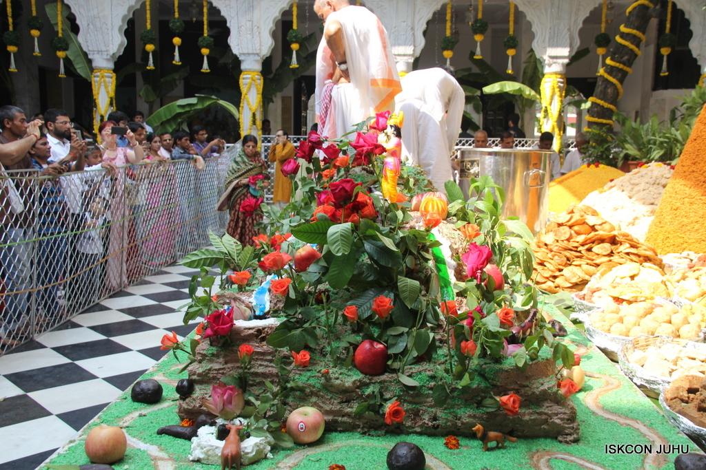Govardhan Annakut Darshan  At ISKCON Juhu on 31st Oct 2016 (37)