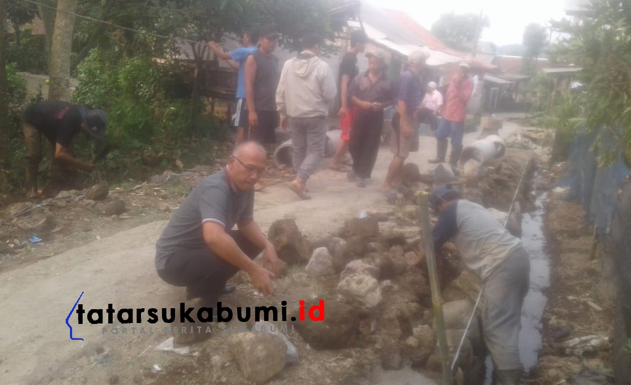 Pelebaran Akses Vital Jalan Desa Sukaharja Bogor