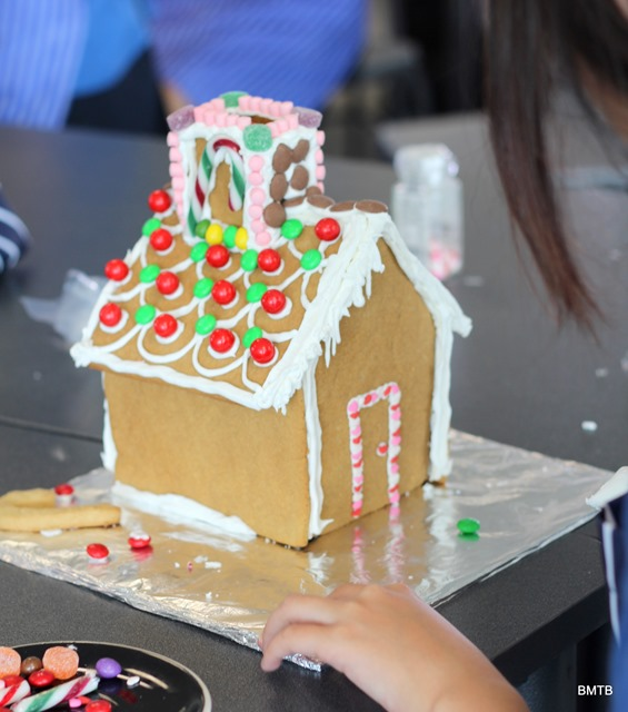 Gingerbread Houses by Baking Makes Things Better (7)