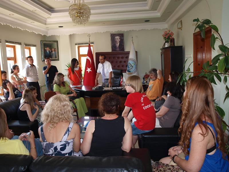 El alcalde de Kemerhisar Belediyesi recibió en su despacho a todos los miembros participantes