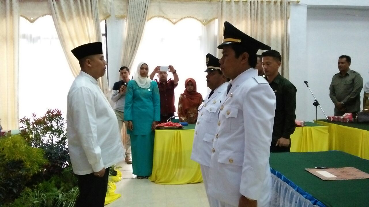 Hendri Arnis Lantik Camat Kecamatan Padang Panjang Timur