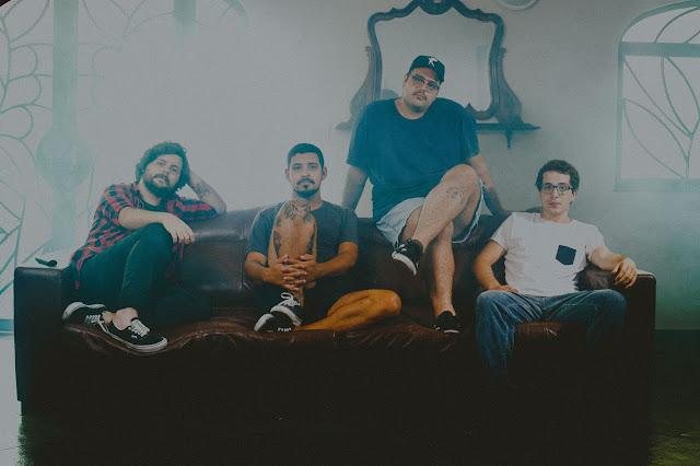 """Personas: Emo, rock e aflição elucidam novo single """"E Eu Me Desespero Facilmente"""""""