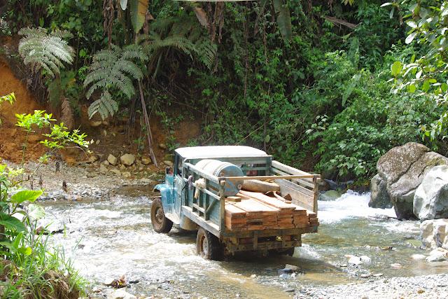 Passage de gué au Nord de San Miguel de Chontal (Imbabura, Équateur), 11 décembre 2013. Photo : J.-M. Gayman