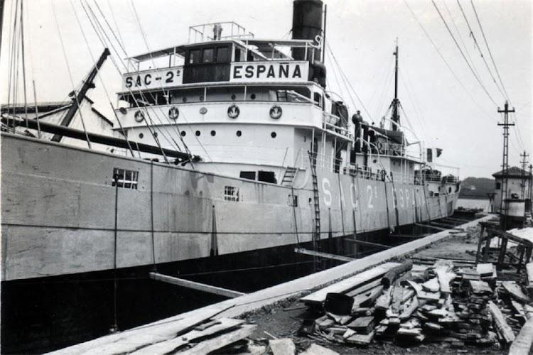 El vapor SAC 2 en dique seco. Lugar indeterminado. Colección Jaume Cifre Sanchez.jpg