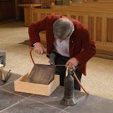 Inmetselen loden kistje in St. Agathakerk (afronding restauratie) - DSC06400.JPG