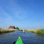 182-We laten Heeg achter ons en paddelen via de Wegsloot naar de Idzegaasterpoel...