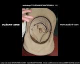 – uzel v kloboukul
