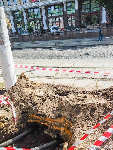 20160617_102237_1 Одесса: пешеходов заставили ходить по трамвайным рельсам