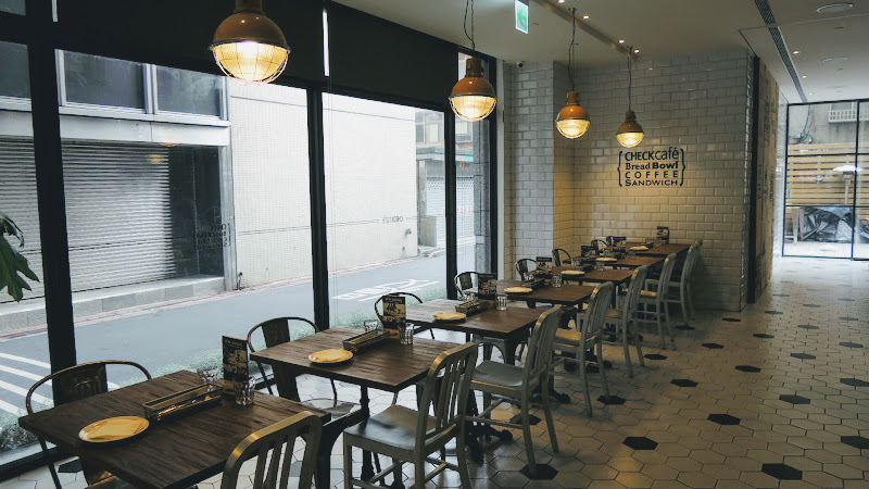 Check Café 雀客咖啡一樓靠窗座位.JPG
