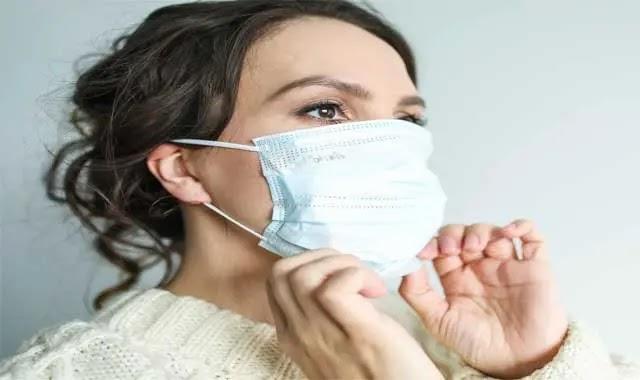 طريقة لبس الكمامة بالشكل الصحيح للوقاية من الأمراض
