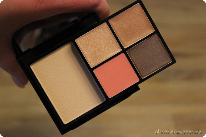 MAC Ellie Goulding Limited Edition LE Cosmetics Face Palette Full Face Kit Halcyon Days Halcyon Nights Cream Colour Base Blot Powder Medium Dark Eyeshadow Lidschatten Einkauf Swatch Review Haul Shopping 3