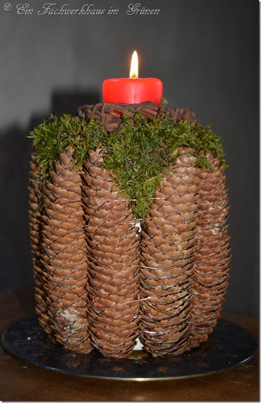 Kerzenständer mit  Zapfen