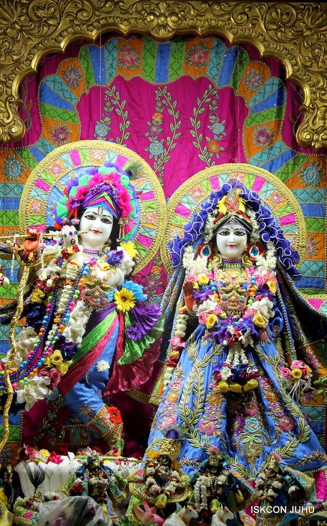 ISKCON Juhu Sringar Deity Darshan on 29th April 2016 (17)
