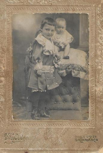Mamá con cinco meses con su hermama mayor: Tía Marina