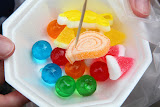 A bowl of bubble candies: 17 Baht (© 2010 Bernd Neeser)