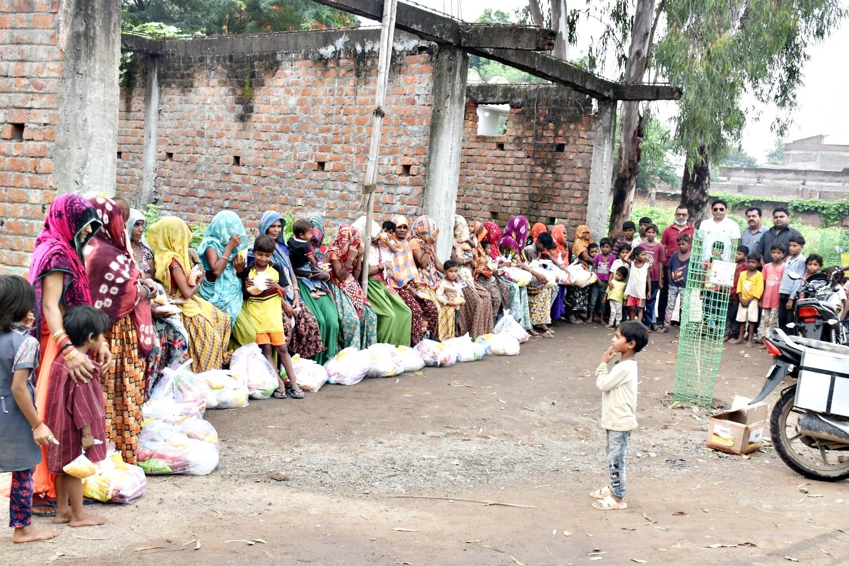 Jhabua News-  रोटरी क्लब अपना ने असहाय परिवारों में बाटी राखी