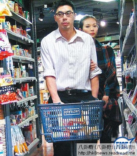 楊秀惠與 Ray拍拖兩年, 11年初仲向傳媒自爆有機會「明年結婚」,今年初卻已經與 Ray分手。知情人士透露,是女方戀上另一富家子。