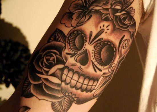elegante_açcar_tatuagem_de_caveira