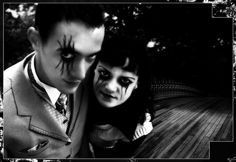 Gothic Couple, Gothic Girls