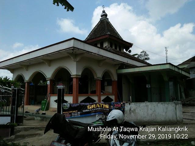 Kegiatan Bersih-bersih Musholla Al-Ikhlas dan At-Taqwa Kaliangkrik Kabupaten Magelang