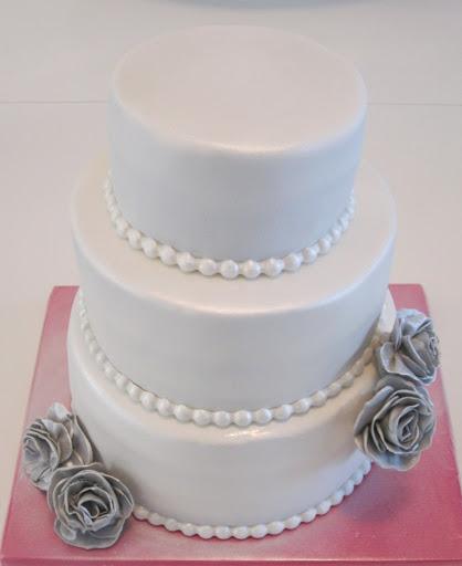 832- Wit met zilveren bruidstaart.JPG