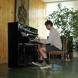 W Ameryce też uczą grać na pianinie - Dan w akcji.