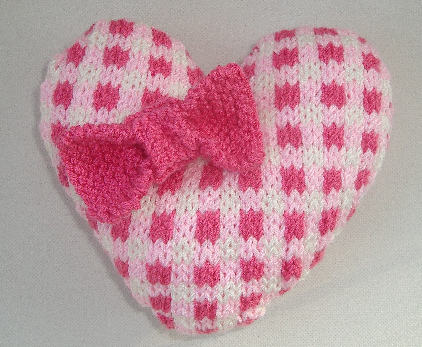 Knitted Heart Pattern. Gingham.