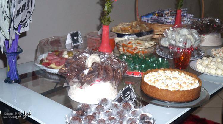 Quantidades certas de comidas e bebidas para festa de aniversário.