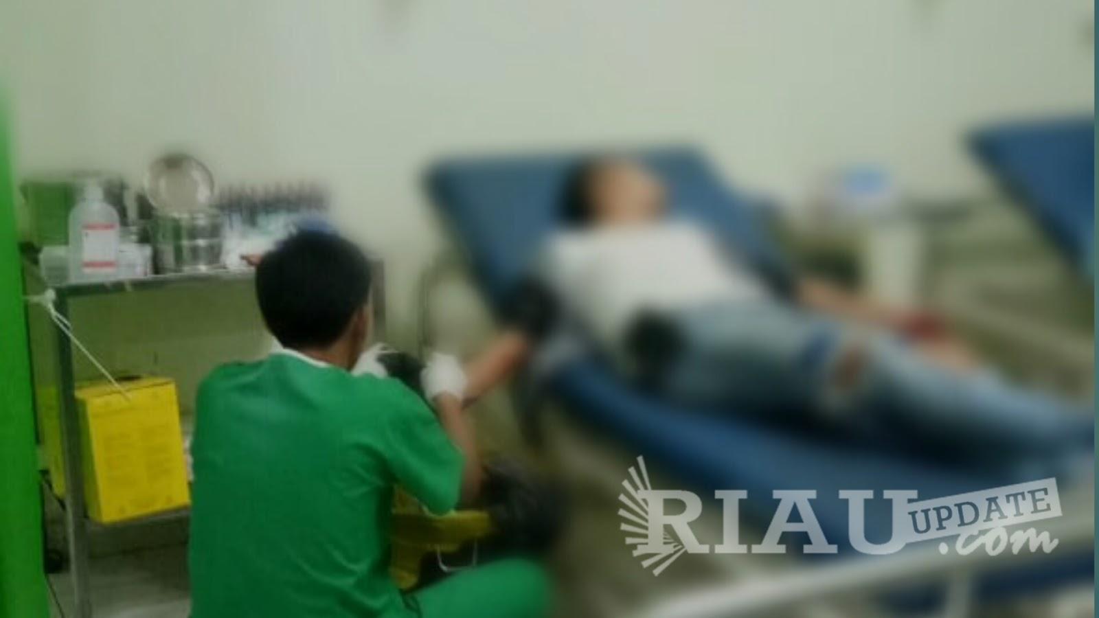 Diduga Permasalah Wanita,  Seorang Pria Terkapar Dibacok di Kelapa Gading Tembilahan