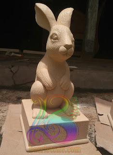 Patung keinci batu paras putih