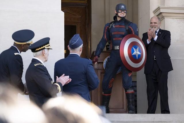 Quem é o capitão America que aparece no final de Falcão e Soldado Invernal?