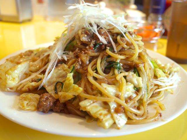 山のように盛られた味噌ミートスパゲティ