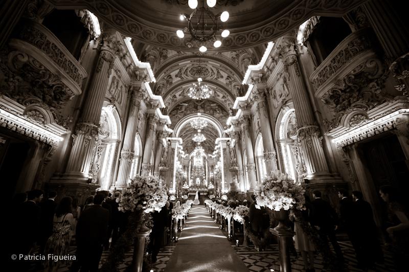 Foto de casamento 0849pb de Ana e Joao. Marcações: 29/10/2011, Casamento Ana e Joao, Igreja, Igreja Sao Francisco de Paula, Rio de Janeiro.