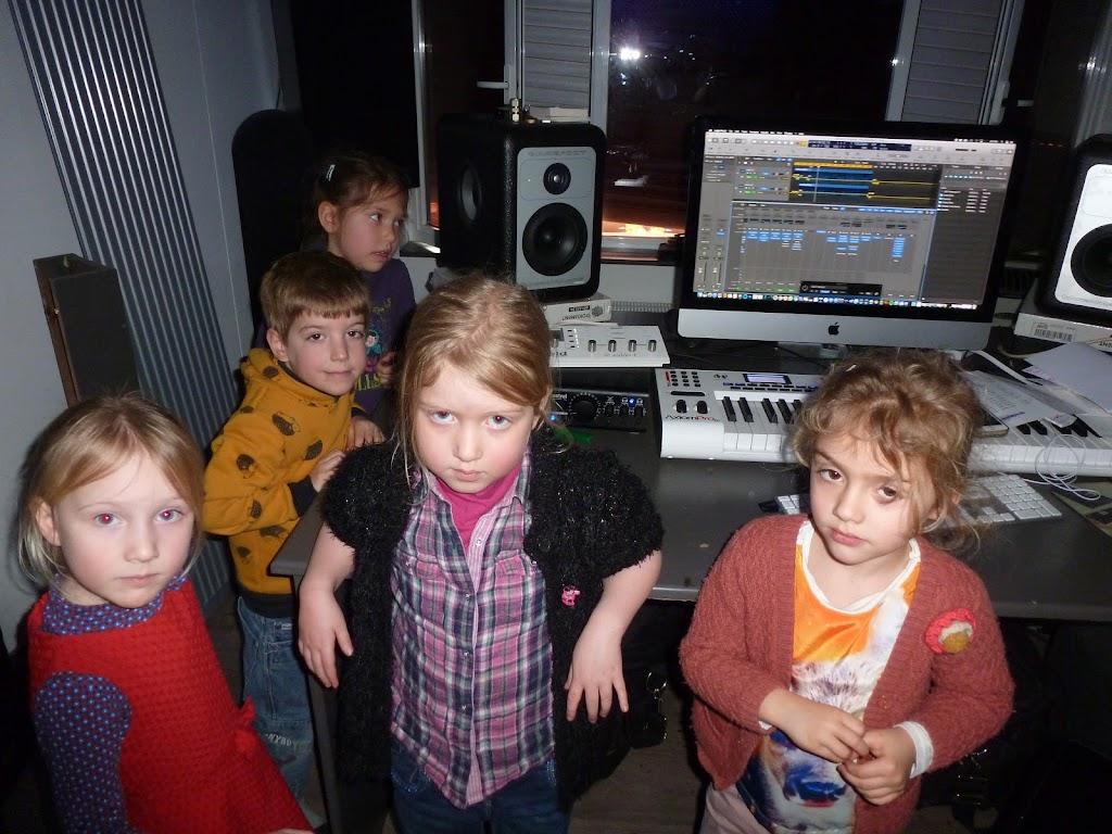 Leefgroep 1 op bezoek in een muziekkamer - P1080940.JPG