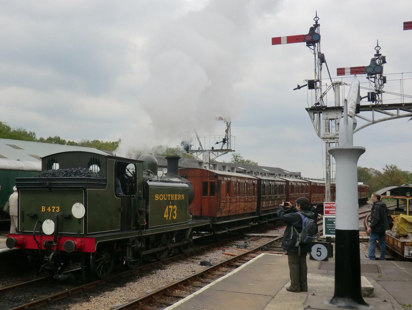 CIMG6417 The 11:15 arriving at Horsted Keynes station