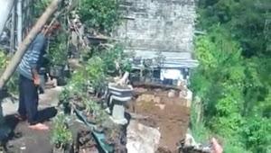 Longsor, di Desa Sindanglaya Cipanas Hantam Pipa PDAM dan Tiang Listrik
