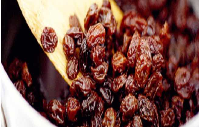 Preparation of raisins from grapes at home