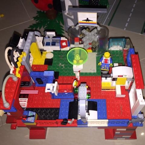 Selbstentworfenes Lego Flughafengebäude