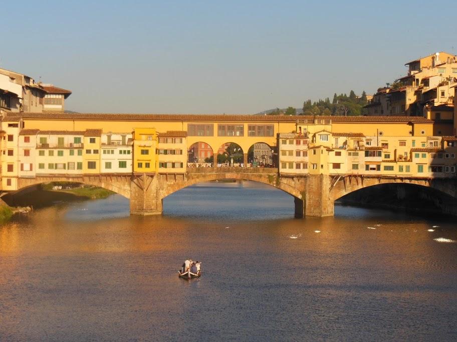 Vista frontal del Ponte Vecchio