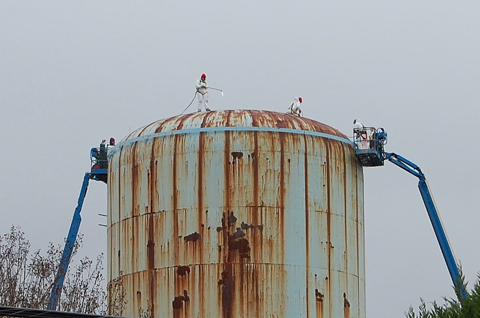 Water Tank Demolition : Contractors start work on removing old mountain view water