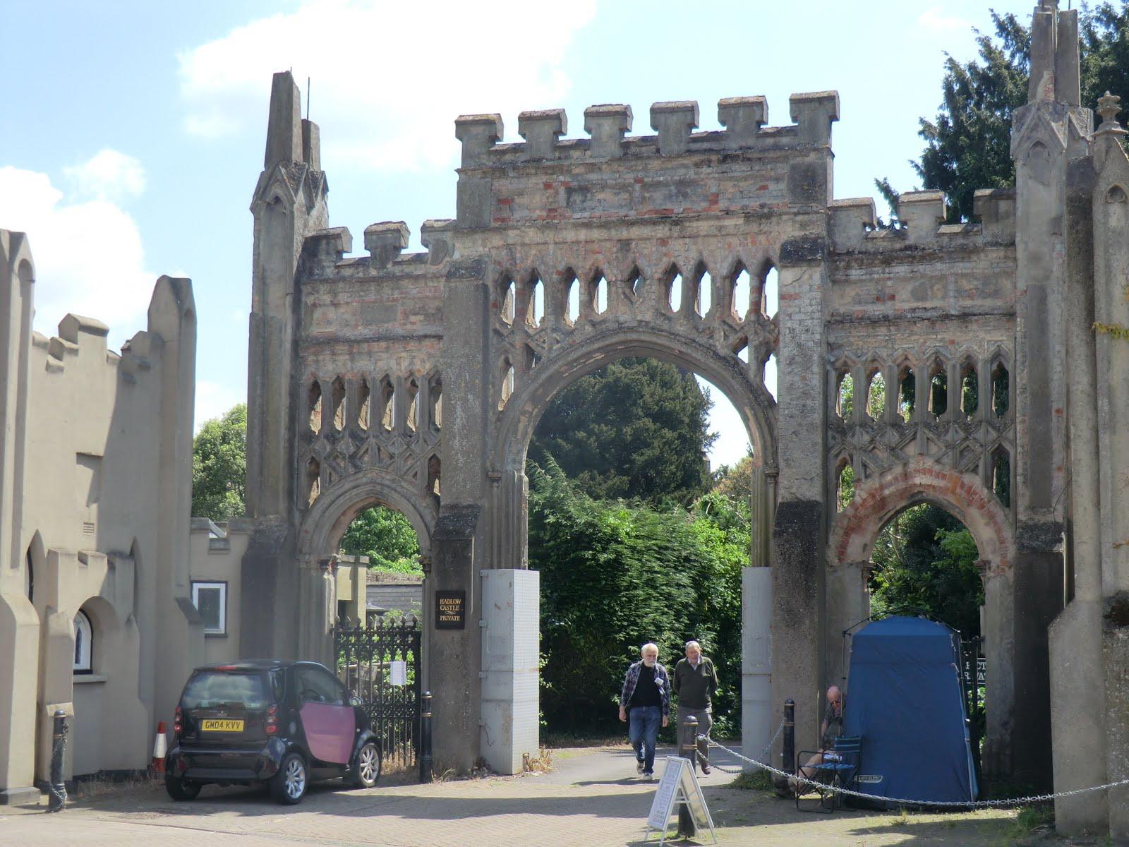 CIMG1117 Entrance to Hadlow Castle